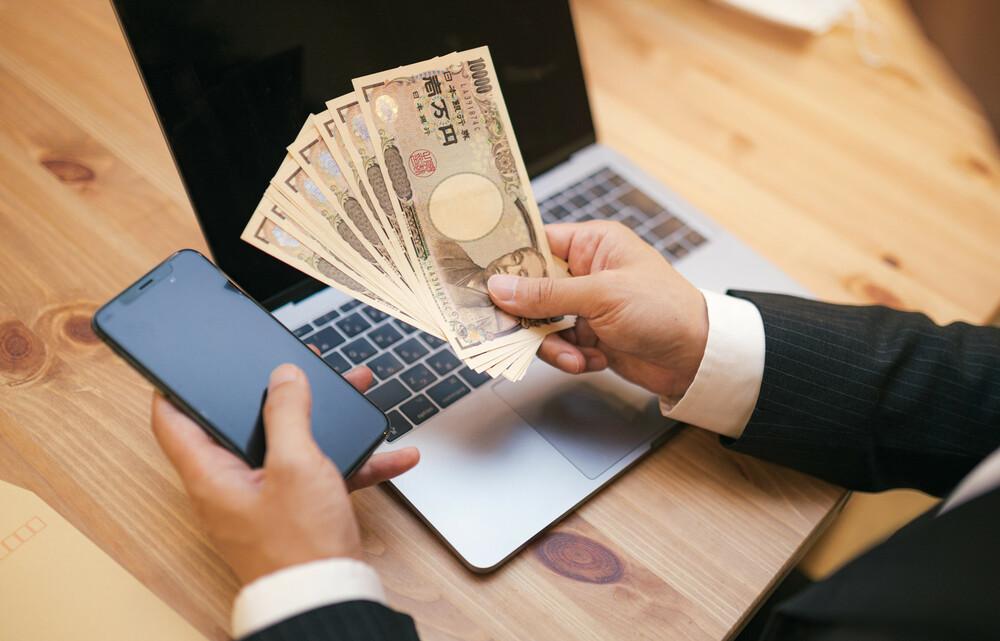 パソコンと現金